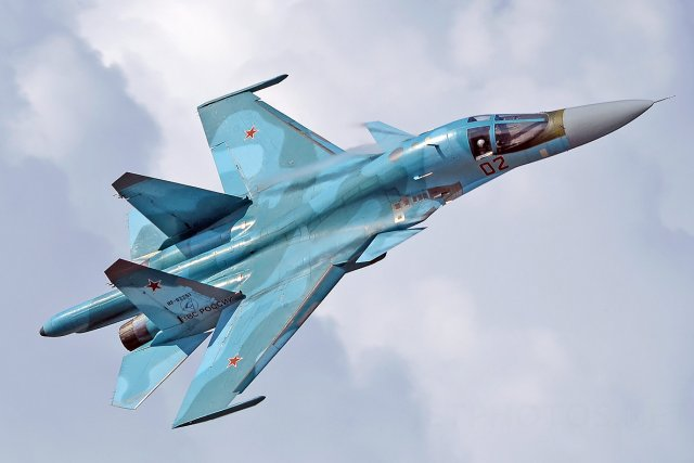 http://airrecognition.com/images/stories/east_europe/russia/bomber/su-34/su_34_fullback_strike_fighter_datasheet_main_picture_640_001.jpg