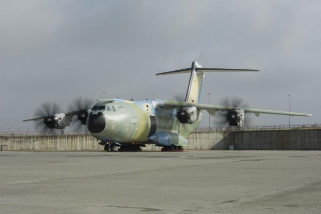 The first Airbus A400M new generation airlifter for the German Air Force has begun final tests towards its delivery. The four engines on the aircraft, known as MSN18, were successfully run simultaneously for the first time on 28 September at the Airbus Defence and Space Final Assembly Line in Seville, Spain.