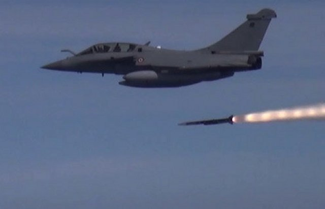 On 28th April 2015, teams from the French Ministry of Defence, Dassault Aviation and MBDA carried out the first guided firing of the long-range Meteor missile against an air target from a Rafale combat aircraft. The firing, from a Rafale prepared at the DGA's Cazaux Flight Test Centre (near Bordeaux, S.W. France), proceeded successfully within the secured zone of the DGA Essais de Missiles (previously Centre d'Essais des Landes) in Biscarosse (also near Bordeaux).