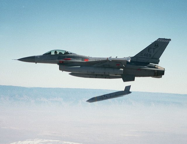 Lockheed Martin to support additional integration of JASSM missile on Poland s F 16 fighter jets 640 001