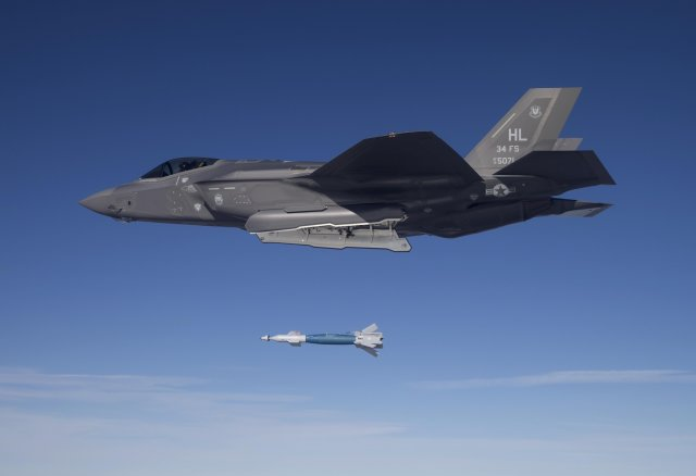 USA F 35A fighter jets dropped GBU 12 laser guided bombs for the first time 640 001