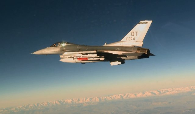 USAF F 16 fighter jet successfully released inert B61 12 nuclear bomb 640 001