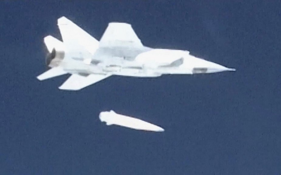Russia conducts successful test aunch of Kinzhal hypersonic missile 001