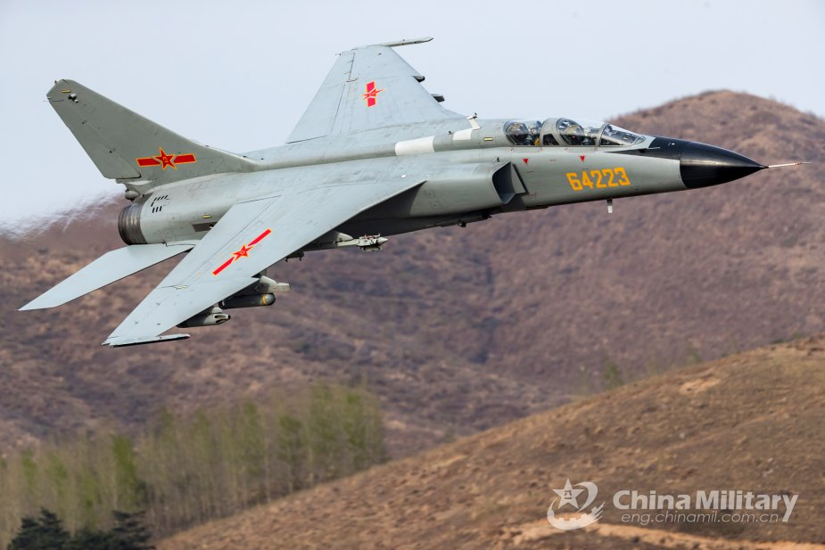 Chinese Air Force flies new version of fighter bomber based on JH 7