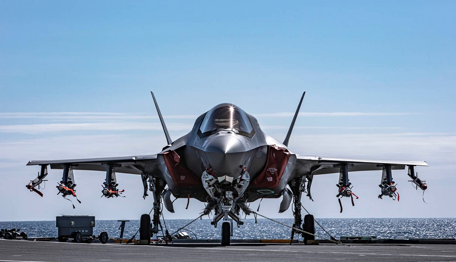 F-35_fully_loaded_for_first_time_on_HMS_Queen_Elizabeth-01.jpg