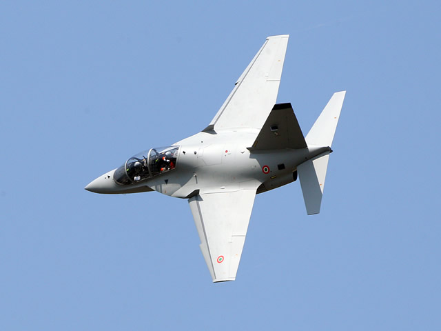 The Polish Ministry of Defence has chosen the M-346 trainer aircraft produced by Alenia Aermacchi, a Finmeccanica company, and its ground-based training system to train its Air Force pilots.