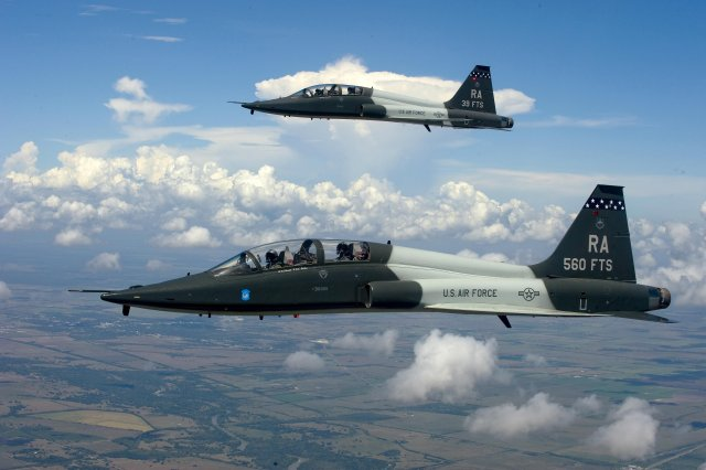 US Defense Secretary proposes a 1bn boost for US Air Force pilots training 640 001