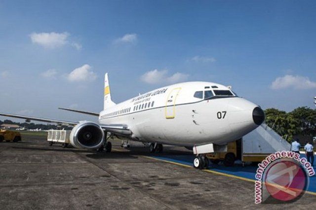 The Indonesian Air Force acquires a Boeing B737 500 for VIP transport 640 001