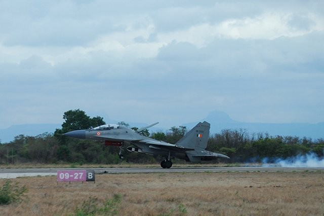 Indi Su 30MKI achieved successful maiden flight with a BrahMos missile 640 001