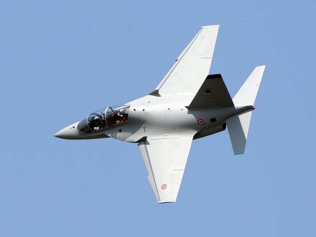 Italian Air Force orders nine more Aermacchi M 346 advanced training jets 640 001