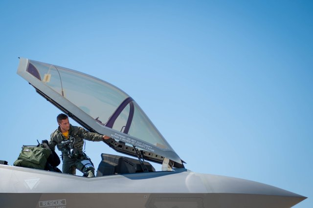 USAF reaches milestone with 500th F 35 Lightning II pilot taking to the sky 640 001