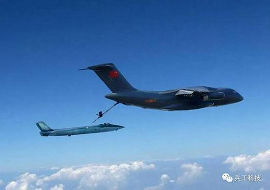 Chinaese Y 20 tanker variant apparently conducts aerial refueling for J 20 fighter jet 1
