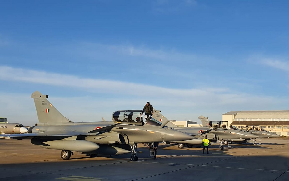 https://airrecognition.com/images/stories/news/2021/april/Indian_Air_Force_receives_its_fourth_batch_of_Rafale_fighter_jets.jpg