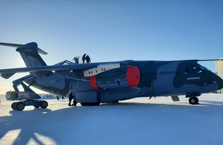 Brazilian Air Force and Embraer test KC 390 Millennium in extreme cold 01